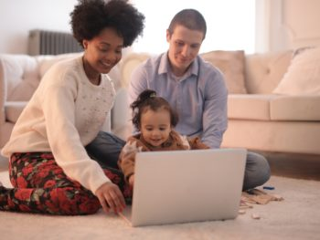 Are you a stay-at-home mom or dad? Check out these side hustles ideas! 4